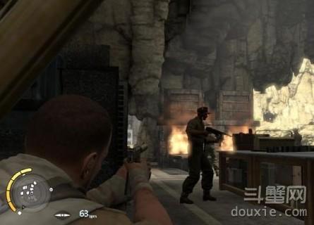 狙击精英3第八关在敌人全方戒备的时候如何潜入